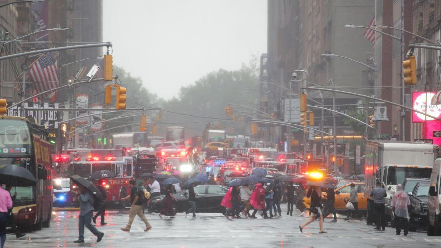 New York: Un hélicoptère s'écrase sur un immeuble de Manhattan