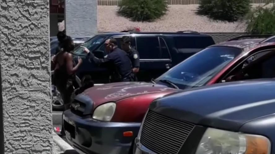 Choc après la violente arrestation d'une famille afro-américaine — États-Unis