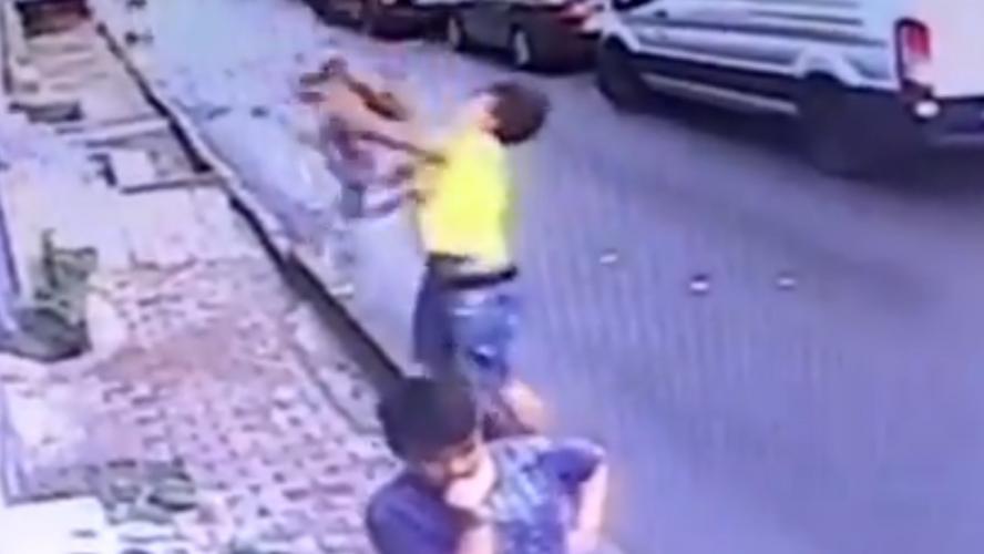 Turquie: Il réceptionne un bambin tombé d'un immeuble - Faits Divers