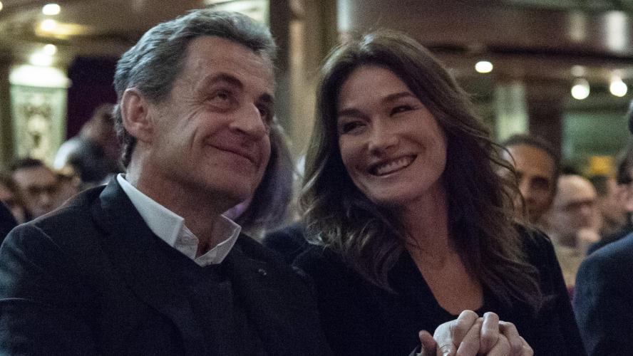 Cette Nouvelle Couverture De Paris Match Avec Nicolas Sarkozy Et Carla Bruni Met Le Feu A