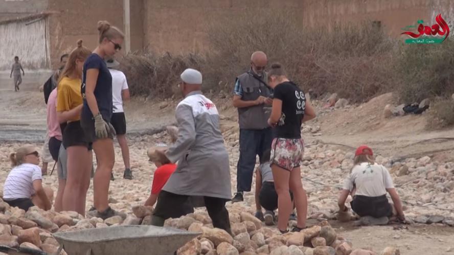 Des jeunes bénévoles belges travaillant en short menacés de mort — Maroc