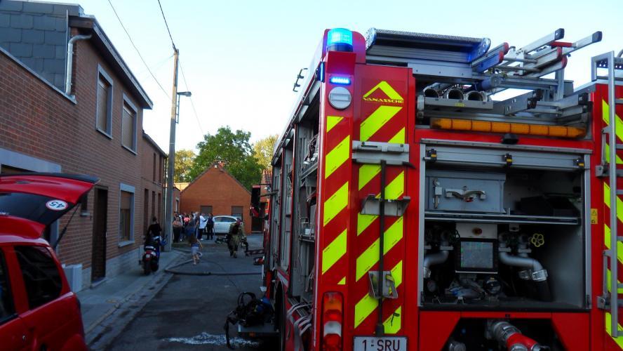 Un Incendie Frappe Trois Maisons A Jemappes Deux Personnes Evacuees Les Degats Sont Importants