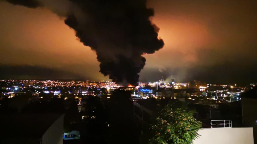 Un violent incendie en cours à l'usine Lubrizol, classée Seveso — Rouen