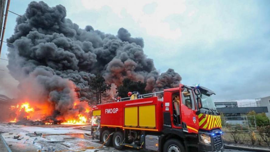 Les autorités peinent à rassurer après l'incendie d'une usine chimique — France