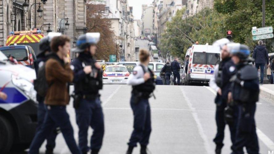 Un employé tue 4 policiers avant d'être abattu