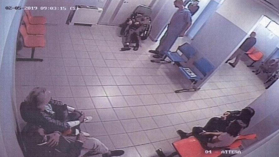 Giuseppe attend 23 heures aux urgences et meurt dans l'indifférence générale: le drame a été filmé par les caméras de surveillance (photos)