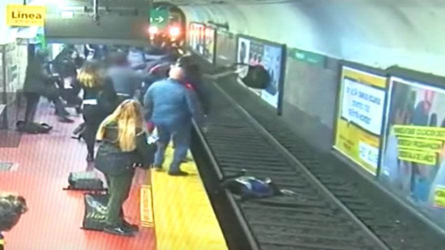Une femme tombée sur les rails du métro sauvée in extremis