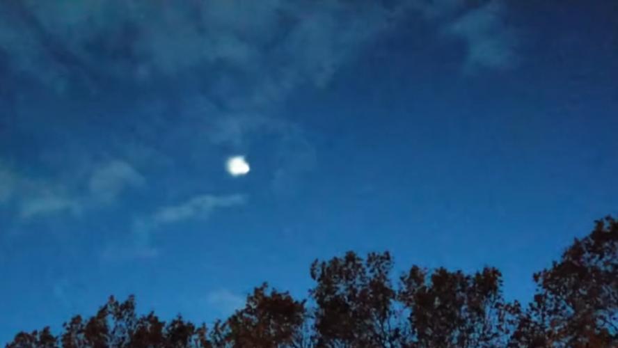 Un phénomène très étrange aperçu dans le ciel belge et français ce lundi soir (vidéo)