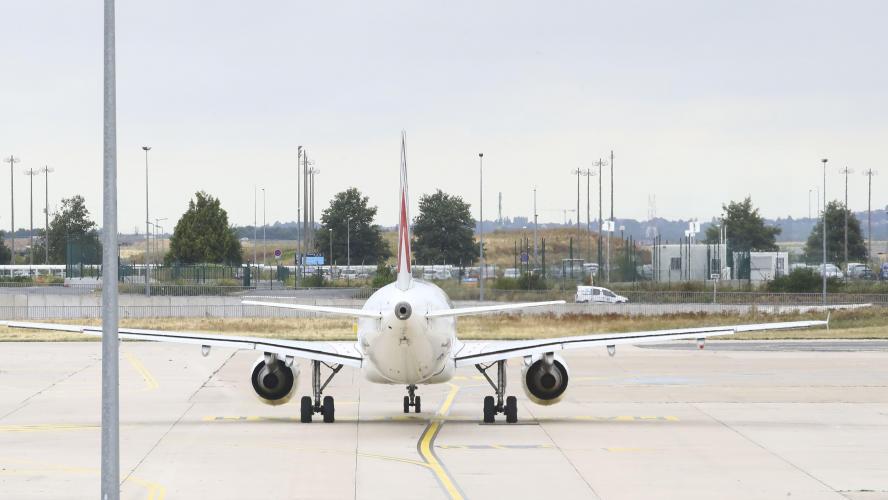 Deux avions entrent en collision sur le tarmac de l'aéroport — Francfort