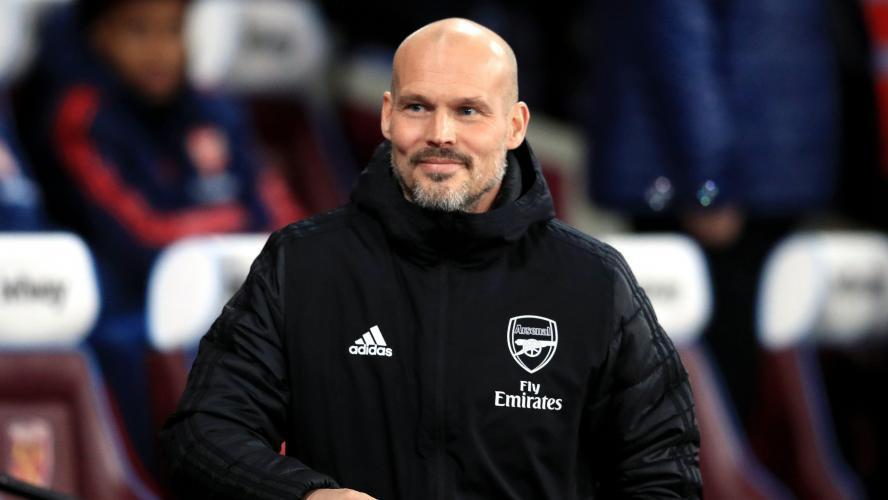 Ljungberg reste à Arsenal — Premier League