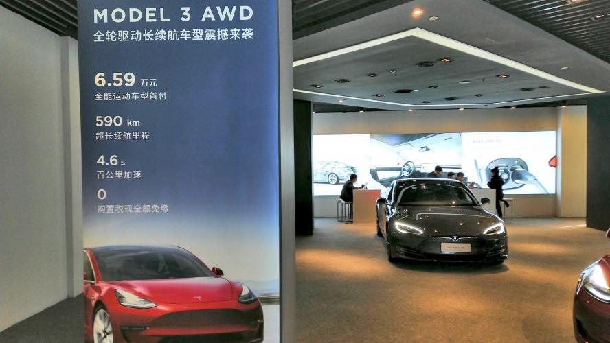 Tesla livre son premier lot de voitures