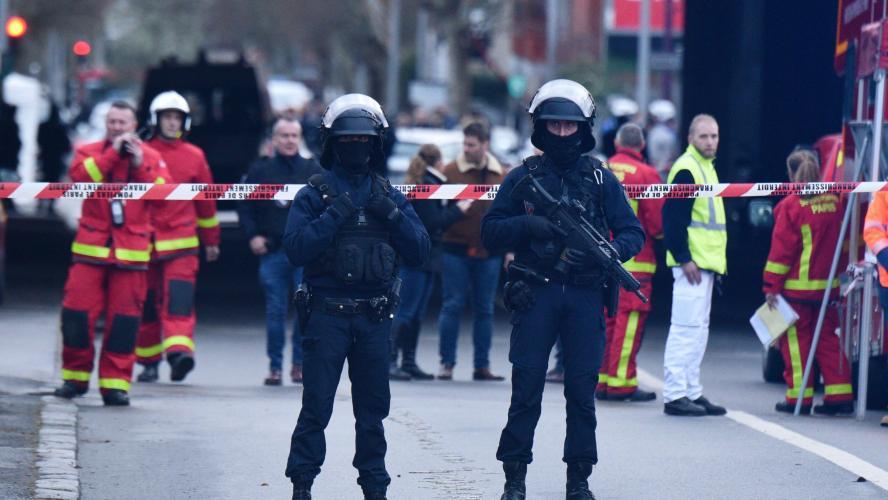 Une attaque au couteau fait un mort et deux blessés à Villejuif: la victime a pris un coup de couteau mortel en voulant protéger sa femme (vidéos)