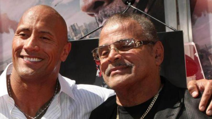 Triste nouvelle pour Dwayne Johnson The Rock a perdu son papa