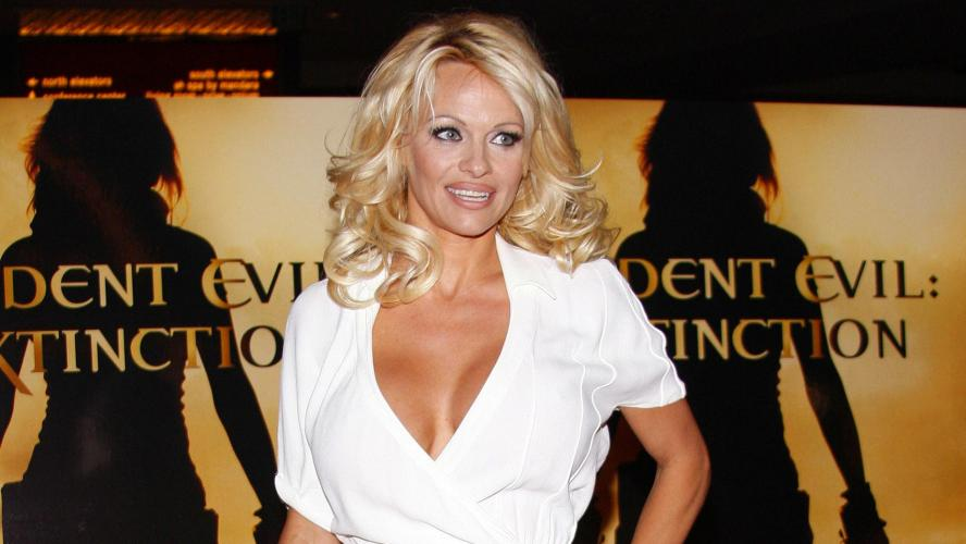 Pamela Anderson a épousé discrètement le producteur de cinéma Jon Peters