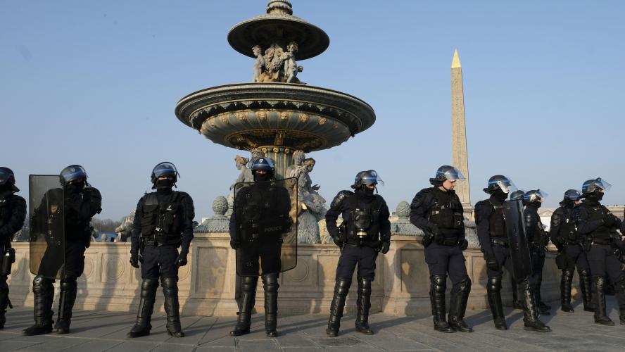 Christophe Castaner annonce le retrait immédiat de la grenade lacrymogène GLI-F4