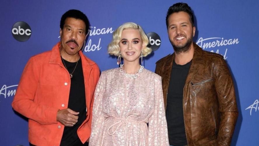 Katy Perry s'effondre dans American Idol après un incident (vidéo)