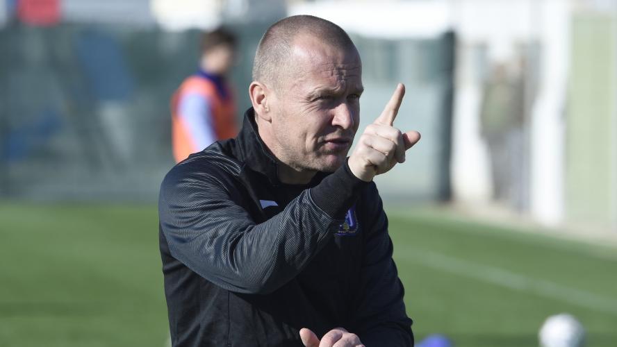 Au chômage technique, l'entraîneur adjoint d'Anderlecht licencié — Belgique
