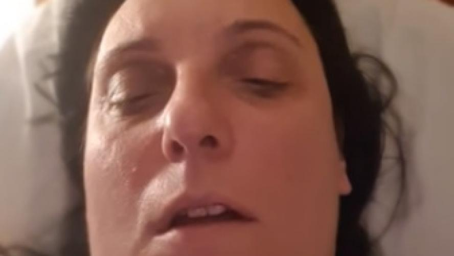 Coronavirus: Linda, une Italienne vivant à Londres, lance un appel à l'aide, «ici, ils nous laissent mourir seuls à la maison, comme des animaux»