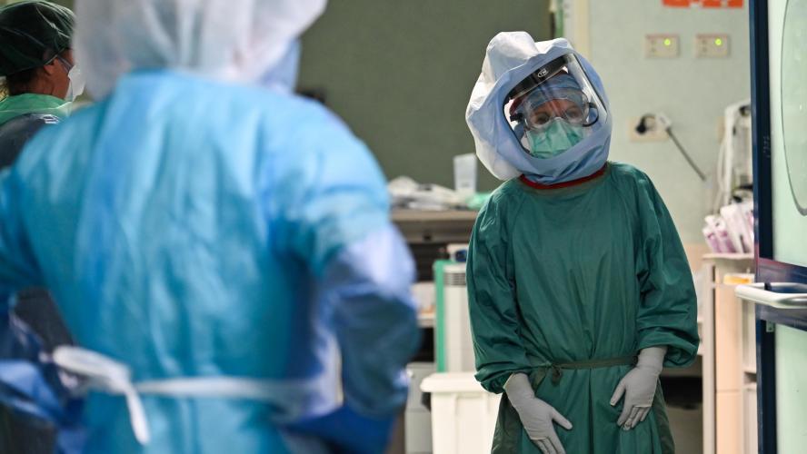 Coronavirus : les hospitalisations continuent de baisser, presque 18.000 décès en France