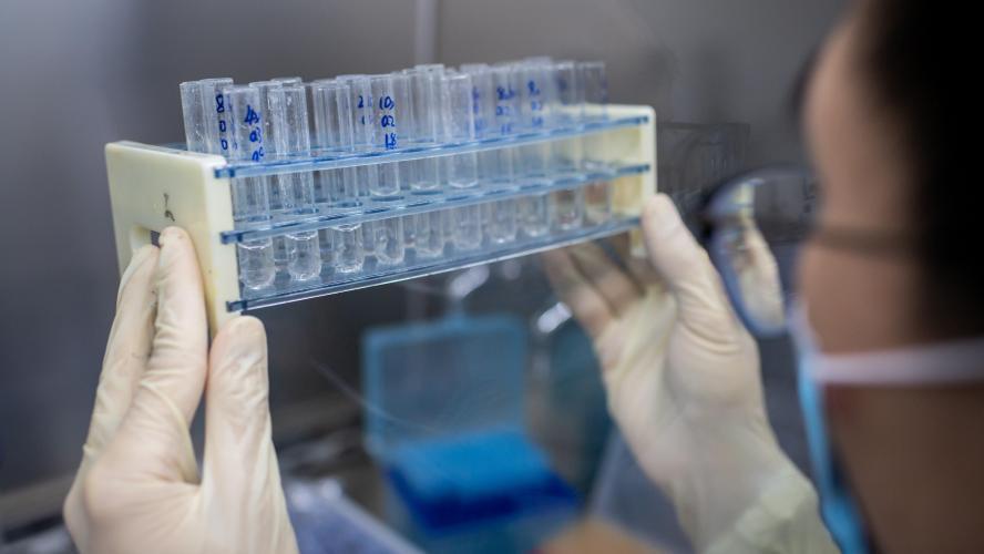 S'il trouve un vaccin, le labo français Sanofi servira d'abord... les Américains