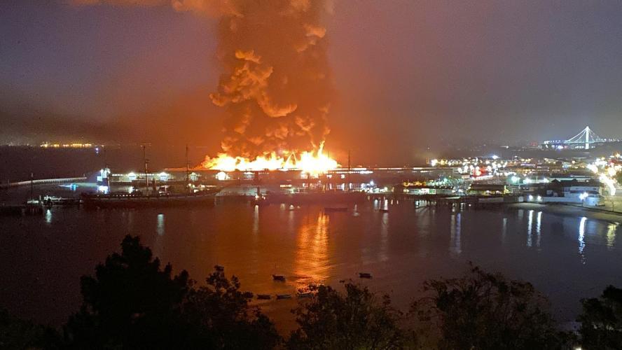 San Francisco Pier 45 feu brûlant
