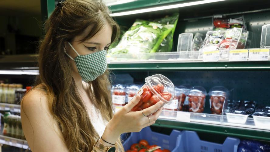 Coronavirus: le masque sera obligatoire à partir de samedi dans les magasins et autres lieux publics fermés
