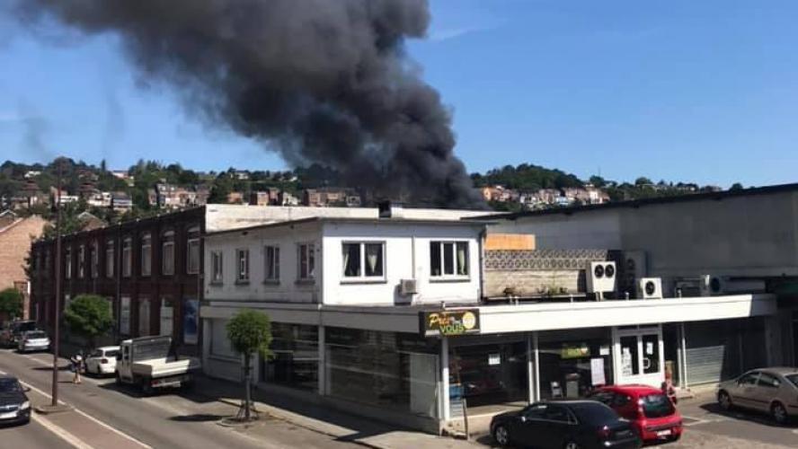 Un incendie en cours à Huy: le feu s'est déclaré près de l'école Don Bosco (photos)