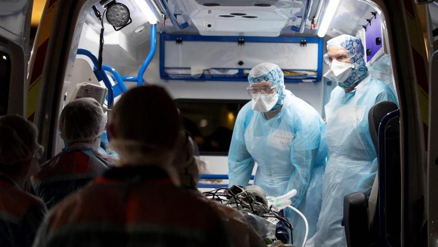 Près de 10 000 nouvelles contaminations en 24 heures — COVID en France