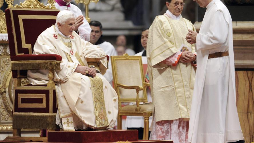 Vatican : L'ancien pape Benoît XVI est