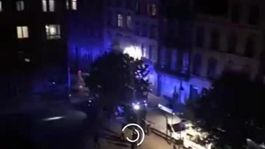 Vitres brisées, cocktail Molotov sur les pompiers, incendies de poubelles et de voitures: situation explosive dans les Marolles ce samedi soir