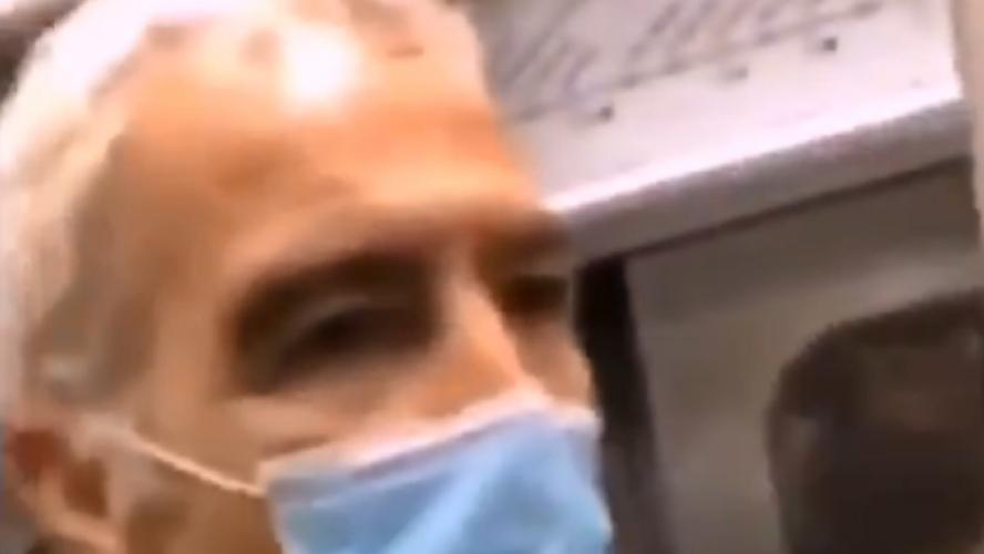 VIDÉO - Raymond Domenech pris à partie et insulté dans le métro