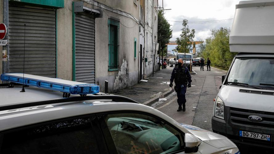 Drame familial en banlieue parisienne: le suspect aurait tué sa femme, ses deux enfants et deux de ses neveux