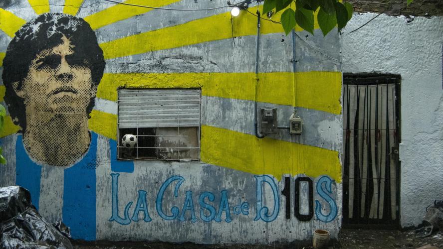 Le médecin de Maradona inculpé — Homicide involontaire