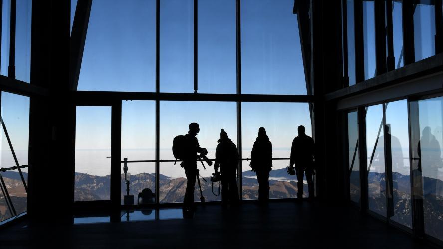 Remontées mécaniques fermées : des élus alpins saisissent le Conseil d'Etat