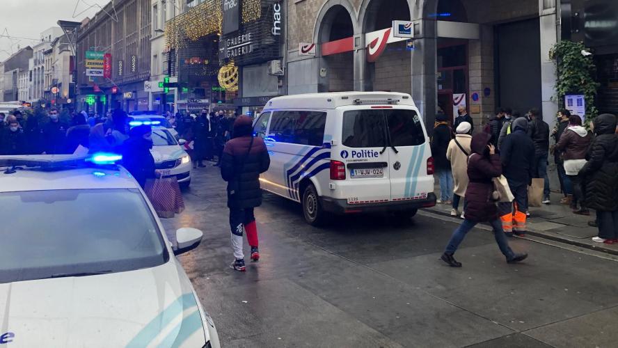 La police intervient pour une grosse bagarre au Bpost de la chaussée d'Ixelles!