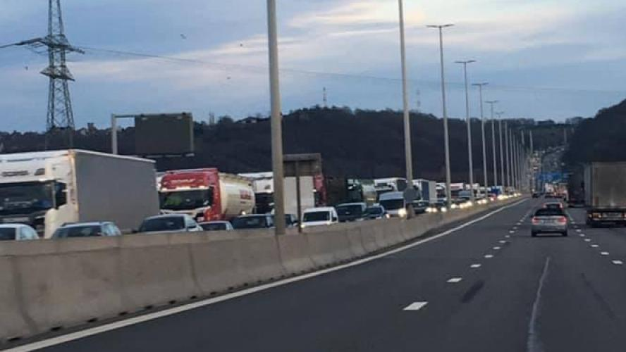 Importants embarras de circulation sur l'autoroute E40 aux Hauts-Sarts suite à un accident (photos)