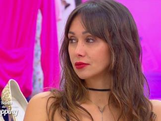 Une candidate des Reines du Shopping de cette semaine n hésite pas à s  afficher topless 9979c3a183a