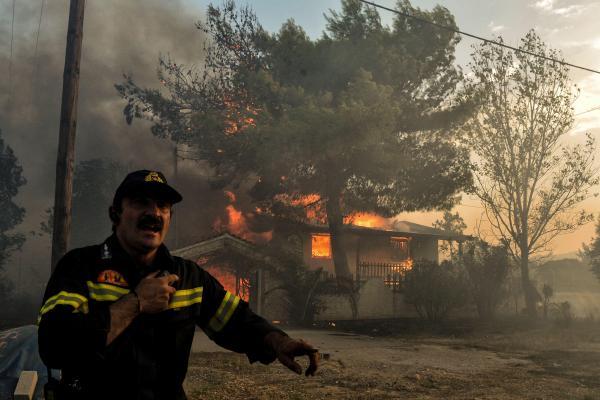 La région d'Athènes ravagée par les flammes, au moins 20 morts — Grèce