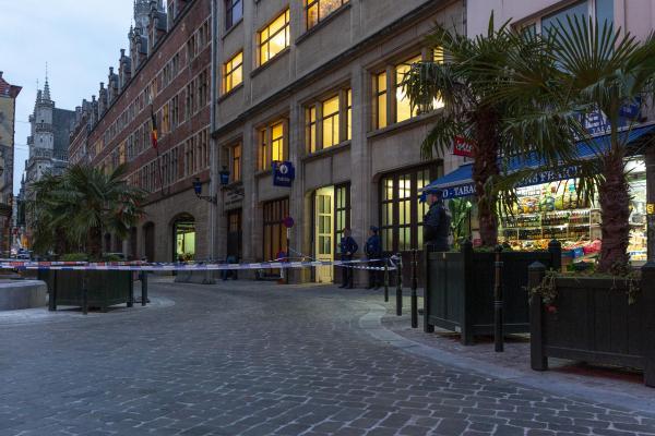 Une attaque terroriste contre des policiers ce matin — Bruxelles
