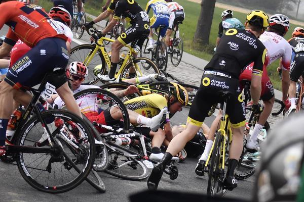 Tenant du titre, Niki Terpstra abandonne après une chute — Tour des Flandres